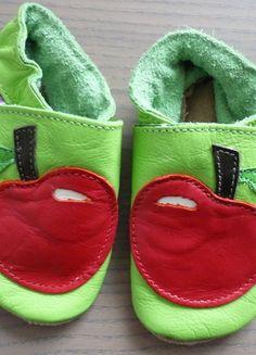 Unisex Krabbelschuhe Lauflernschuhe aus Leder 0-6 Monate grün mit Apfel