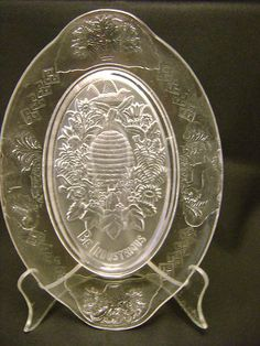 """Iowa City Glass Frosted """"Be Industrious"""" Beehive Bread Platter"""