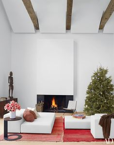In a Hamptons living area by D'Apostrophe Design, a minimalist fireplace blends into the white walls, while floating panels overhead conceal ductwork; the sculpture is South African, and the rugs are vintage Moroccan. Architectural Digest, Minimalist Fireplace, White Fireplace, Fireplace Design, Minimalist Living, Modern Fireplaces, Minimalist Lifestyle, Minimalist Bedroom, Modern Barn House