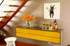 buffet para decoração embaixo da escada Desk Under Stairs, Learn Interior Design, Entryway Tables, Buffet, Sweet Home, Cabinet, Storage, Furniture, Home Decor