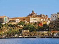 Vue sur la ville de Mahon, la capitale de Minorque. #minorque #menorca #menorcahomes #immobilierminorque #baleares #vacances #beautiful #realestatemenorca #vacances #locationminorque #playa #espagne #paradis