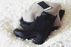 love those chunky black boots