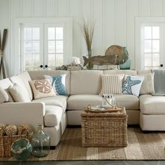 https://i.pinimg.com/236x/d9/99/60/d99960e90f99af98c9ead8caac36538e--coastal-living-rooms-living-room-ideas.jpg