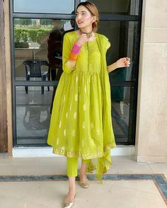 Killing and Attractive Look 😍😍 Simple Pakistani Dresses, Pakistani Fashion Casual, Indian Gowns Dresses, Pakistani Dress Design, Pakistani Outfits, Indian Fashion, Fashion Hub, Pakistani Bridal, Stylish Dress Designs