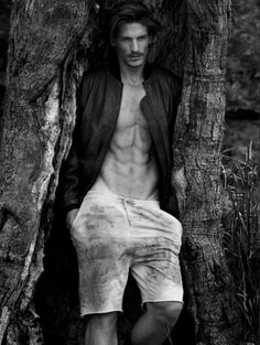Australian Top Model Jarrod Scott returns to the pages of Vogue Hommes International with a spring story by photographer Mark Segal. Venturing outdoors, Jarrod wears a casual wardrobe pulled together by stylist Azza Yousif. Featuring labels such as Ralph Lauren Denim & Supply and Dsquared2, the spread highlights the relaxed understated pieces of the season.