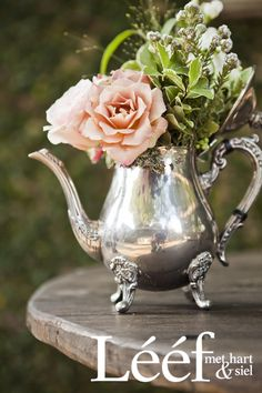 Winter, tyd/time, sagte pienk rose/soft pink roses. Foto: Candice Askham www.leef.co.za Garden Hose Wreath, Elegant Table Settings, Container Flowers, Flower Art, Art Flowers, Pink Roses, Coffee Shop, Flower Arrangements, Beautiful Flowers