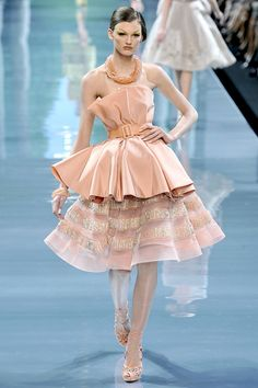 Ali Stephens at Christian Dior Haute Couture Haute Couture Style, Couture Mode, Couture Details, Fashion Details, Couture Fashion, Fashion Design, Dior Fashion, Runway Fashion, Fashion Show