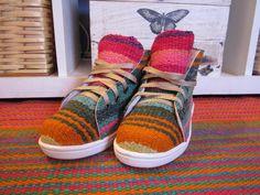 Botitas bajas hechas en lana de oveja y tejidas en telar Novedosas. Originales. Unicas!!!