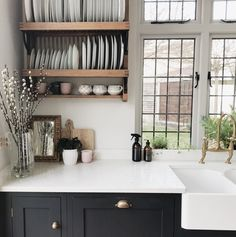 The new kitchen trend is a multifunctional room that doest look like a kitchen. The new kitchen Plate Racks In Kitchen, Kitchen Shelves, Room Shelves, Devol Kitchens, Home Kitchens, New Kitchen, Kitchen Decor, Orange Kitchen, Kitchen Plants