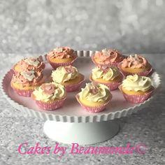 Babyshower cupcakes in roze en wit. Opgespoten met heerlijke  italiaanse meringue creme.