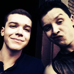 Cameron Monaghan as Ian Gallagher and Noel Fisher as Mickey Milkovich from Shameless (US).