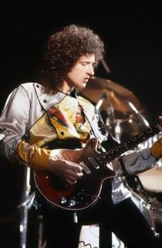 Brian May - If I had to guess I'd say this is the garb he wore during encores on the Hot Space Tour. Queen Guitarist, Best Guitarist, Great Bands, Cool Bands, Freedy Mercury, Queen Brian May, Queen Band, Queen Queen, We Will Rock You