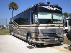 1997 Prevost XL-45 Featherlite Vantare for sale by owner on RV Registry http://www.rvregistry.com/used-rv/1008011.htm