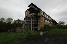 IMG_6992 by mookie427, via Flickr Diesel Punk, Streamline Moderne, Architecture, Interior And Exterior, Abandoned, Art Deco, House Styles, Interiors, Arquitetura