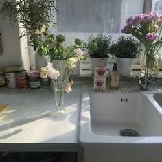 "ebtcard: ""https://www.instagram.com/p/BPZ43jJArWW/ "" 주방도 식탁도 화장실도 전부 다 꽃밭으로 만들고 싶."