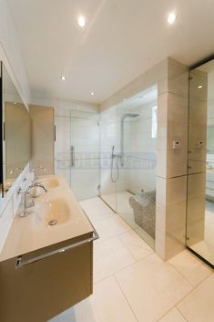 Elegant Bathroom With Steam Bath Badezimmer Mit Dampfdusche