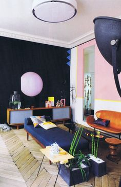The spectacular Parisian apartment of Jean-Christophe Aumas, set designer and artistic director.