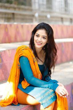 Actress Priyanka, Bollywood Actress, Tamil Actress Photos, Beautiful Girl Indian, Beautiful Saree, Girls In Leggings, South Indian Actress, South Actress, Indian Beauty Saree