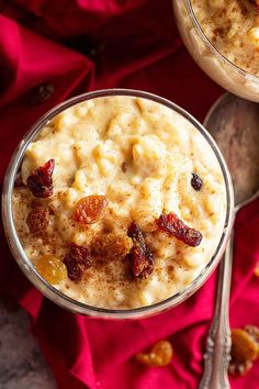 This Creamy Rice Pudding is a simple rice pudding made on the stovetop. With a touch of cinnamon, vanilla, and raisins this isn't just a boring rice pudding! Rice Desserts, Desserts For A Crowd, Easy No Bake Desserts, Homemade Desserts, Food For A Crowd, Delicious Desserts, Dessert Recipes, Yummy Food, Tasty Meals
