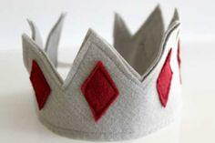 felt crown for kids Make A Crown, Diy Crown, Diy For Kids, Crafts For Kids, Fun Crafts, Arts And Crafts, Paper Crafts, Fabric Crown, Little King