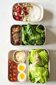 A healthy keto dinner for a complete keto diet plan- butter lettuce avocado hemp seed salad with mayonnaise a soft boiled egg and cherry tomatoes. via GREEN HEALTHY COOKING - Healthy recipes made with clean ingredients! Ketogenic Diet Meal Plan, Keto Meal Plan, Diet Meal Plans, Ketogenic Recipes, Meal Prep, Atkins Diet, Clean Eating Recipes, Lunch Recipes, Diet Recipes