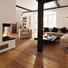 Oak Engineered BOEN Flooring Underfloor Heating London Wood with u/f… Light Hardwood Floors, Walnut Floors, Engineered Hardwood Flooring, Timber Flooring, Floating Floorboards, Hall Flooring, Lounge Decor, Underfloor Heating, Flats