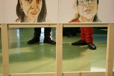 Detall de l'exposició dels 100 retrats de persones que viuen i/o treballen a la Barceloneta. Projecte de Carolina Anton. A la Fàbrica del sol, any 2012