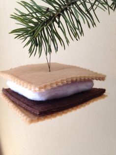 I love Smores and summer is coming! I have machine embroidered and assembled all of the components to make a perfect felt smore! Hang it in your holiday tree or anywhere you can think of! Each smore is approximately 3 square and 1 high Christmas Ornament Crafts, Noel Christmas, Felt Ornaments, Holiday Ornaments, Christmas Projects, Holiday Crafts, Holiday Tree, Christmas Decorations, Christmas Ideas