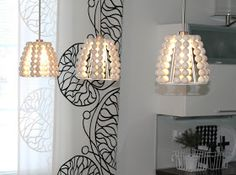 k o t i p o r s t u a: DIY - PUUHELMIVALAISIMET keittiöön & ripaus puunväriä sisustukseen Diy Home Interior, Diy Home Decor, Diy Light Shade, Handmade Lanterns, Beaded Chandelier, Diy Furniture Projects, Boho Diy, Wooden Diy, Home Decor Styles