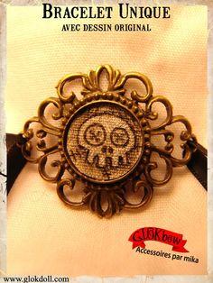Médaillon monté en braceletChaque modèle est unique, avec son dessin original sur tissu