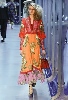 8 Gucci Looks, die eher Karneval als High Fashion sind+ Gucci Fashion, Vogue Fashion, Fashion Week, Runway Fashion, High Fashion, Fashion Show, Fashion Outfits, Womens Fashion, Fashion Design