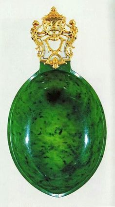 """Fabergé Jade Kosch – An oval, boat shaped, long ceremonial drinking cup with golden handle with diamonds and a """"NII"""" monogram. This was a gift of the tsar Nicolas II to Ambassador Boutiron, the French ambassador to Russia in des Arts Décoratifs in Paris). Tsar Nicolas Ii, Faberge Jewelry, Faberge Eggs, Antique Perfume Bottles, Egg Art, Objet D'art, Russian Art, Oeuvre D'art, Glass Art"""