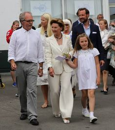 the3princesses:  Queen Sonja and granddaughter Princess Ingrid Alexandra with Crown Princess Mette-Marit and Crown Prince Haakon