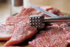 We offer our Top 10 list of the best meat tenderizers for those who want to make the right purchase. Healthy Food List, Healthy Recipes, Rillettes Recipe, Meat Injector, Best Meat, In China, Kids Diet, Health Snacks, Hard Candy