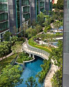 Multi-layered pools and gardens in Singapore. Thanks @amazing.architecture for sharing this! ✏️Duchess residences by MKPL Architect…