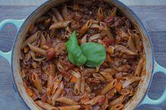 One pot pasta del 2! Smakfull tomatsaus med mange deilige ingredienser!