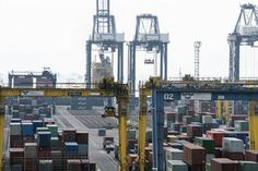 JAKARTA - Indonesian marine transport service user board (Depalindo) urges to move the location of the cultivation or relocation of imported containers from the one-line port / container terminal of import-export at Tanjung Priok Port to refer to facility utilization, ie if the yard occupancy ratio (YOR ) in the container terminal has reached 65%.   #cargonews #container #depalindo #indonesianews #logistic #seafreight #tanjungpriokport