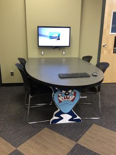 Flexible Tables for a library learning commons. This table is designed for groups to work collaboratively.