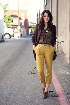 Simple oversize cardigan with mustard pants.