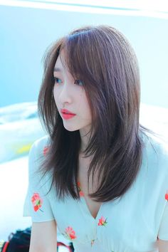 Hani in 2020 Kpop Hair Color, Korean Hair Color, Korean Short Hair, Medium Short Hair, Medium Hair Cuts, Medium Hair Styles, Long Hair Styles, Medium Asian Hair, Hairstyles Haircuts