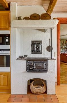 Swedish vedspis / range cooker. Swedish Kitchen, Swedish House, Wood Stove Cooking, Old Stove, Chiminea, Outdoor Oven, Interior And Exterior, Interior Design, Range Cooker