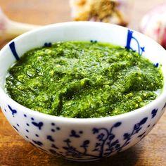 Röror och såser till grillat | Köket.se Salsa Verde, Swedish Recipes, Chimichurri, Palak Paneer, Pesto, Guacamole, Tapas, Healthy Snacks, Spices