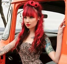 Leopard Print :: Rockabilly Style:: Retro:: Victory Rolls:: Rockabilly Pin Up,love her hair. Rockabilly Style, Moda Rockabilly, Rockabilly Hair, Rockabilly Fashion, Rockabilly Dresses, Cabelo Pin Up, Peinados Pin Up, Estilo Pin Up, Pin Up Girls