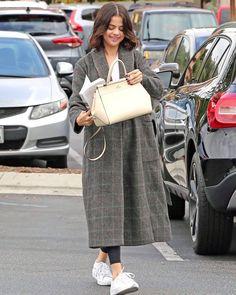 Selena Gomez in Westlake Village [October 31] @selenagomez en Westlake Village [Octubre 31] #SelenaGomez #Selena #Selenator #Selenators #Fans