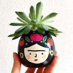 Frida Kahlo Planter Succulent Planter Teachers Gift – Famous Last Words Painted Flower Pots, Painted Pots, Pottery Painting, Ceramic Painting, Kids Crafts, Diy And Crafts, Fleurs Diy, Ceramic Planters, Hand Painted Ceramics