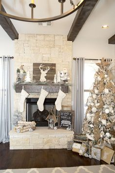 How to decorate your christmas tree and mantel the easy way. Plus free christmas tag printables.  rustic  woodland white Christmas Tree by LillianHOpeDesigns.com
