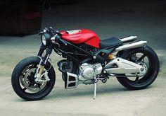 Ducati Monster 1100 lạ lẫm cuốn hút