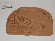 """Holzbrett """"Sternzeichen Skorpion"""" aus massiver Buche, nach eigenem Entwurf. (Der Name ist ein Beispiel)"""