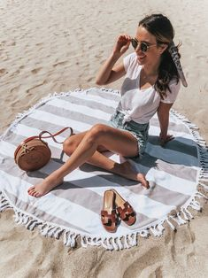 Friday Faves - May Beach Outfits, Beach Day Look. Beach Day Outfits, Summer Outfits, Outfit Beach, Beach Dresses, Wedding Dresses, Beach Wear, Beach Look, Denim Vintage, Mini Short