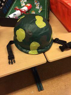 Surprise militair helm soldaat